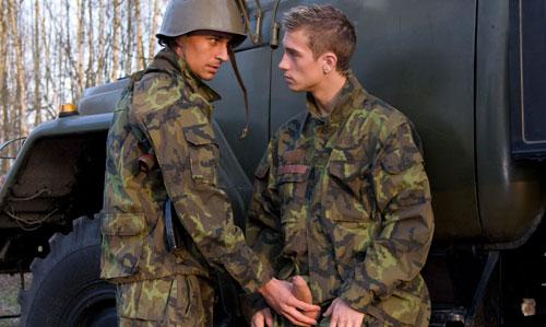 Гей солдаты фото